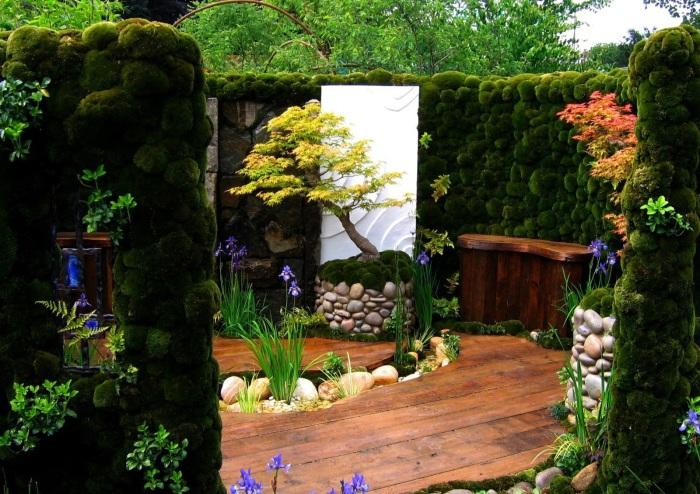 Камни могут стать отличным основанием для искусственного дерева бонсай.