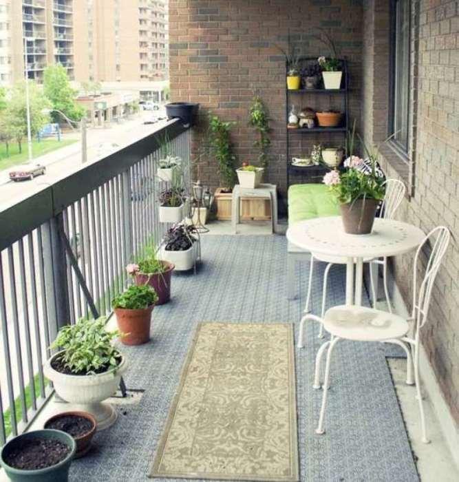 Просторный балкон - лучшее место для уединенного отдыха.