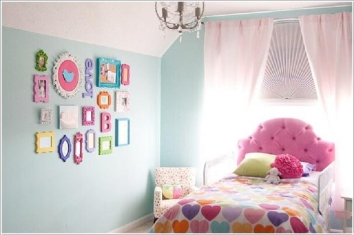 Классическое оформление детской комнаты в пастельных тонах.