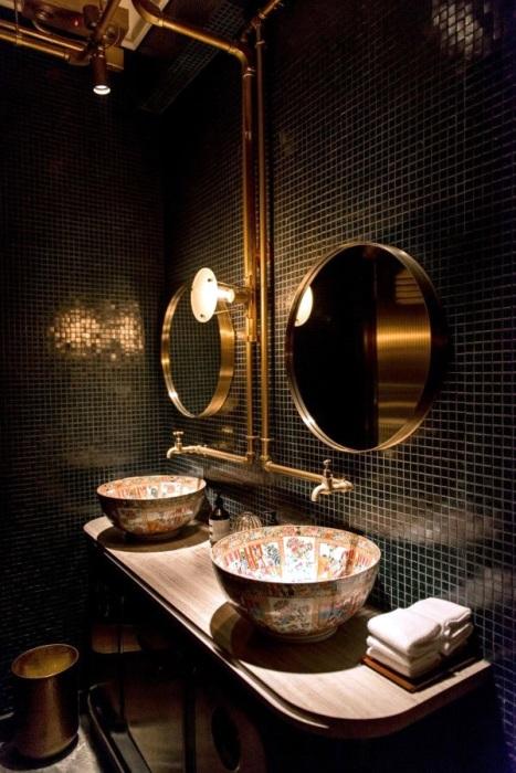 Агентство Substance поделилось фотографией интерьера ванной комнаты в новом и невероятно крутого ресторана в Гонконге.