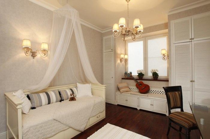 Шкаф у окна позволит разгрузить пространство, создаст комфорт, уют и порядок.