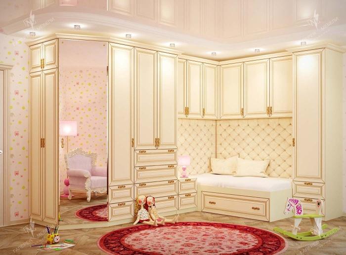 Классический интерьер детской комнаты для настоящей принцессы.