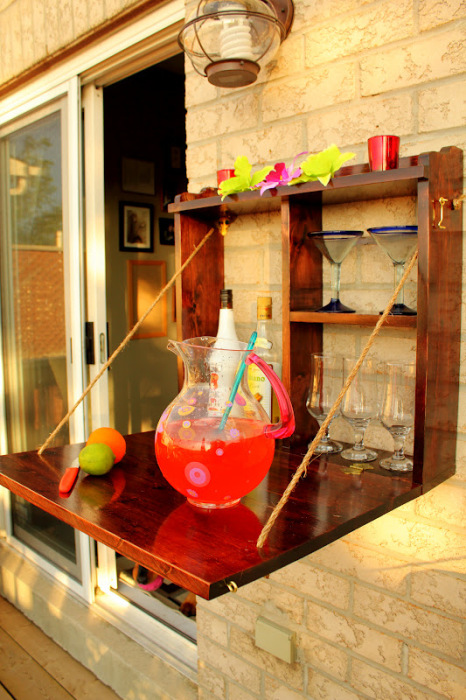 Мини-бар прямо во дворе дачи - один из самых востребованных самоделок, особенно в весенне-летний период