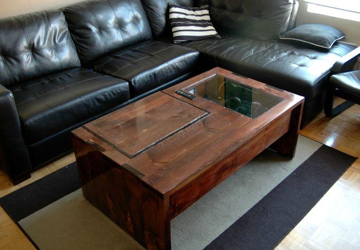 Современный дизайн журнального столика, который создан из цельной породы древесины.