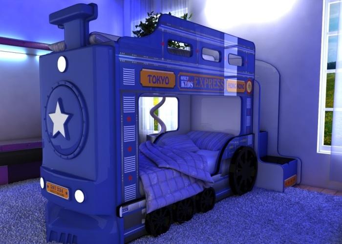 Современная двухъярусная кровать в форме паровоза в интерьере детской.