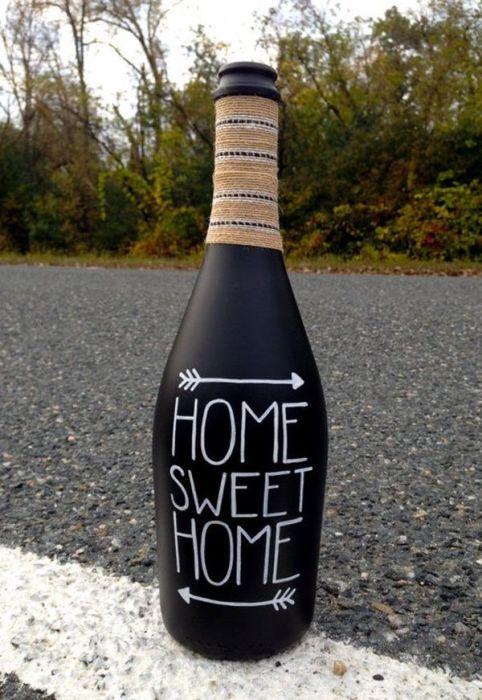 Стеклянная бутылка с популярной надписью: «Дом, милый дом».