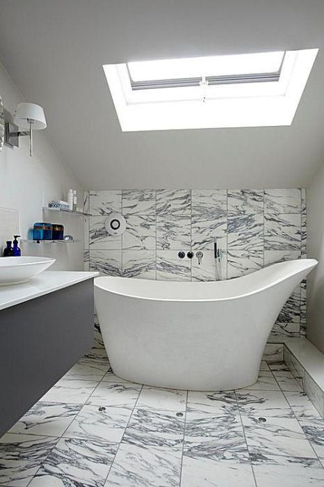Минимализм идеально подходит для ванной комнаты с небольшой площадью.