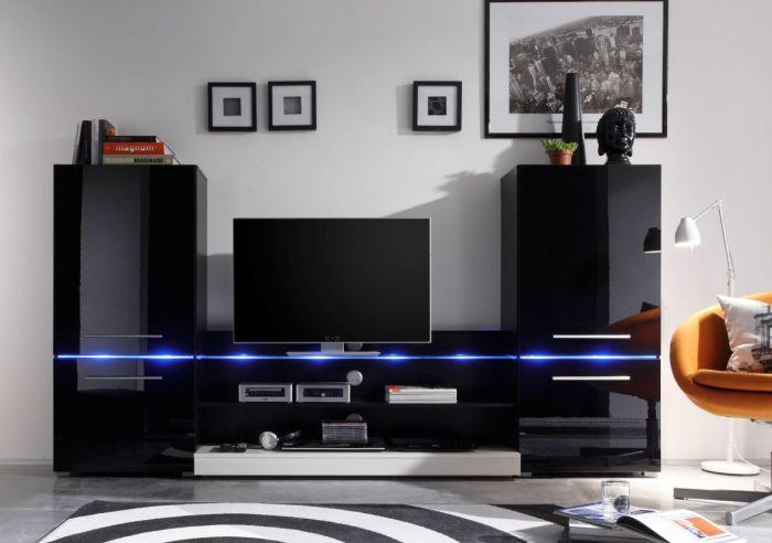 Чёрная глянцевая модульная стенка в зоне для просмотра телевизора.