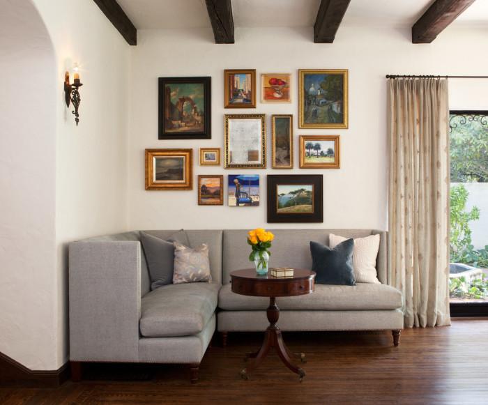 Традиционный угловой диван - самый простой и эффективный способ декорирования пространства.