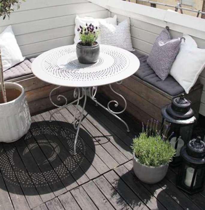 Даже из самого маленького балкона можно сделать уютное место для отдыха.