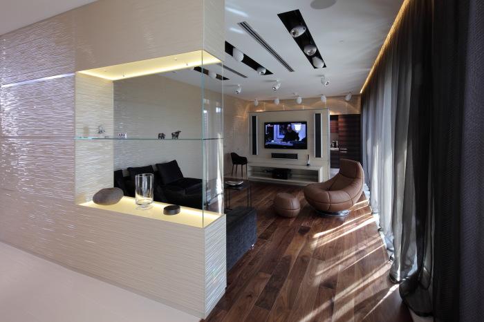 Темные полупрозрачные шторы могут создать романтическую атмосферу в классических апартаментах.