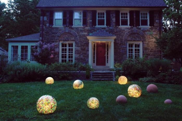 Сферические светодиодные светильники - интересное дизайнерское решение.