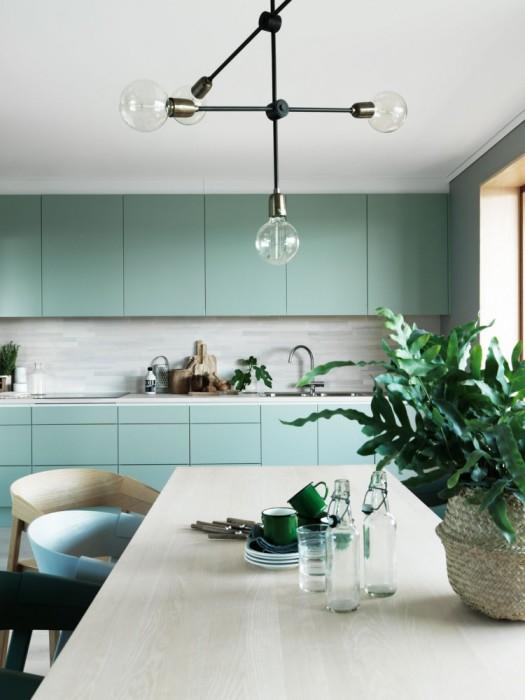 Современная модульная мебель - отличное решение для традиционного кухонного интерьера.