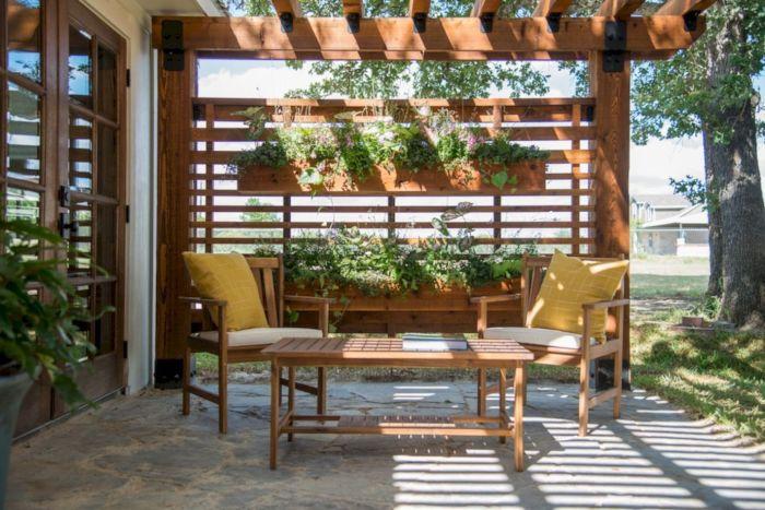 Необычный и стильный дизайн садовой беседке на дачном участке для вечерних посиделок всей семьёй.