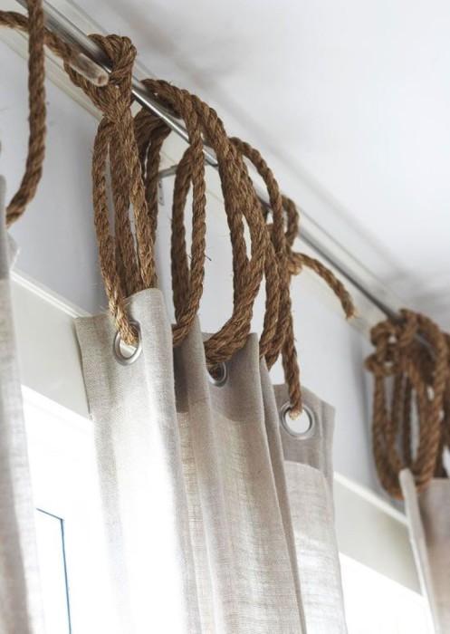 Важное преимущество использования обычных верёвок - это возможность повесить штору на любой карниз.