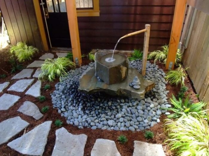 Водопады и фонтаны являются практически неотъемлемой частью японской садово-парковой культуры.