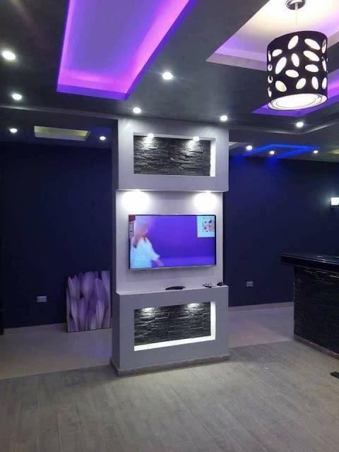 Планируя, как будет выглядеть зона для просмотра телевизора, важно предусмотреть надежность и долговечность основных материалов, применяемых в конструкции.
