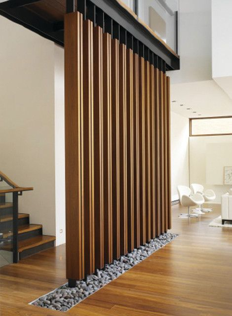 Стационарная деревянная конструкция, которая позволит удачно зонировать пространство в любом помещении.
