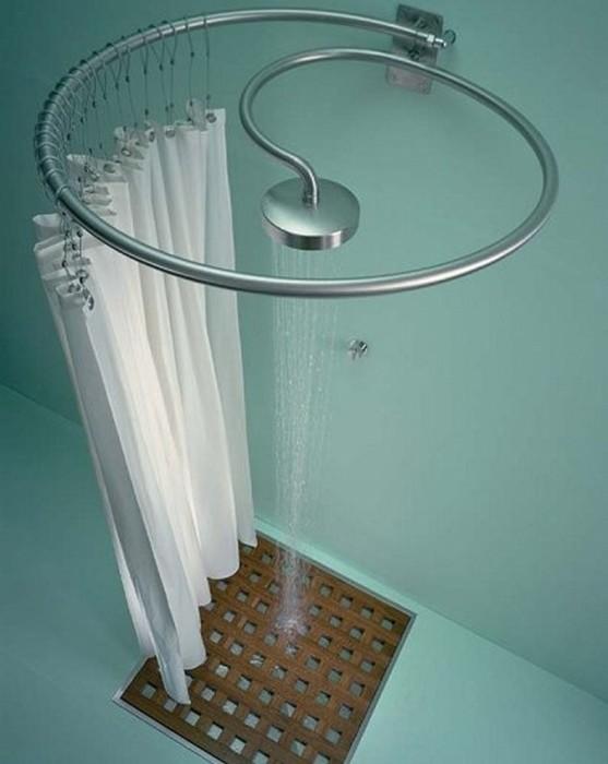 Для экономии пространства в ванной комнате вместо кабинки можно использовать раздвижные занавески.