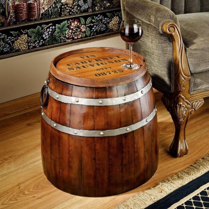 Журнальный столик из обрезанной деревянной бочки - фантастическая идея для гостиной комнаты.