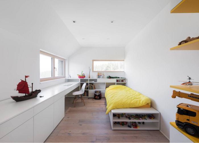 Простой, но интересный вариант оформления детской комнаты в минималистском стиле.
