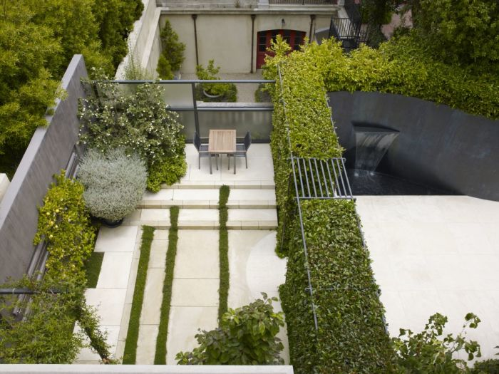 Озеленение не только формирует архитектурно-художественный облик участка, но и помогает поделить пространство на функциональные зоны.