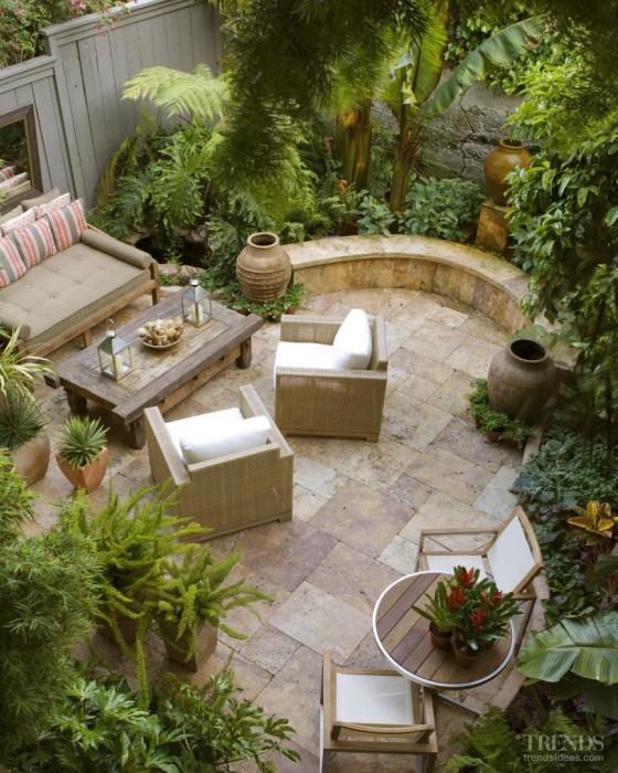 Садовый участок, в котором все элементы дизайна должны соответствовать античной эпохе.