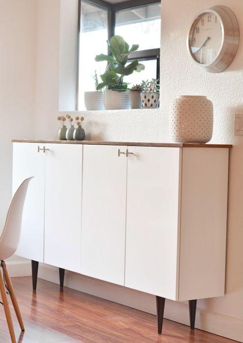 Небольшой, но вместительный шкаф, который можно использовать для хранения самых разнообразных вещей.