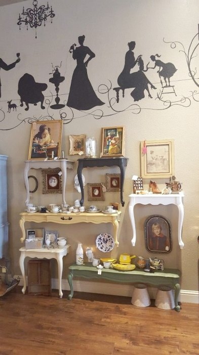 Старая ненужная мебель - это отличный материал для создания безупречных и стильных полок.