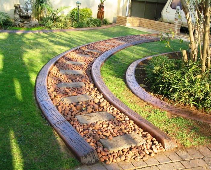 Из хорошо обработанного дерева можно создать уникальные бордюры для дорожек и клумб.