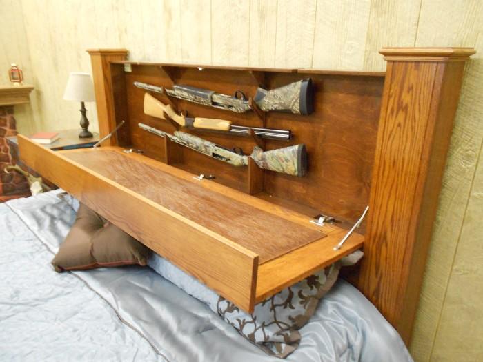 Потайной шкафчик, спрятанный в изголовье кровати поможет разместить множество необычных вещей и максимально сэкономить место в спальне.
