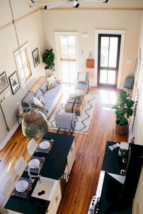 Кухня, совмещённая с гостиной комнатой, дарит то недостающее ощущение пространства, о котором мечтает каждая хозяйка.
