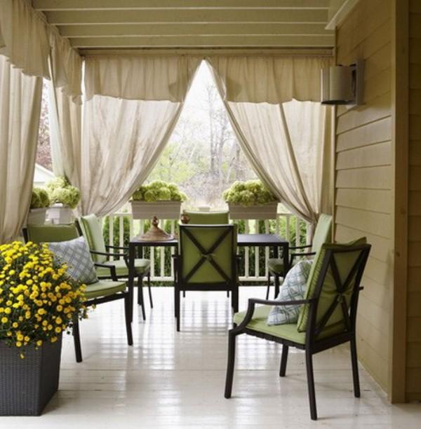Белые шторы на веранде – это олицетворение отдыха, умиротворения и праздничного настроения.