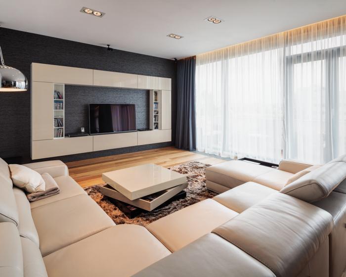 Классическая модульная система в стиле минимализма в зоне для просмотра телевизора.
