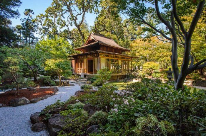 Додзё может стать центральным элементом японского сада.