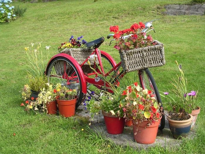 Кашпо из старого велосипеда стал классикой современного ландшафтного дизайна.
