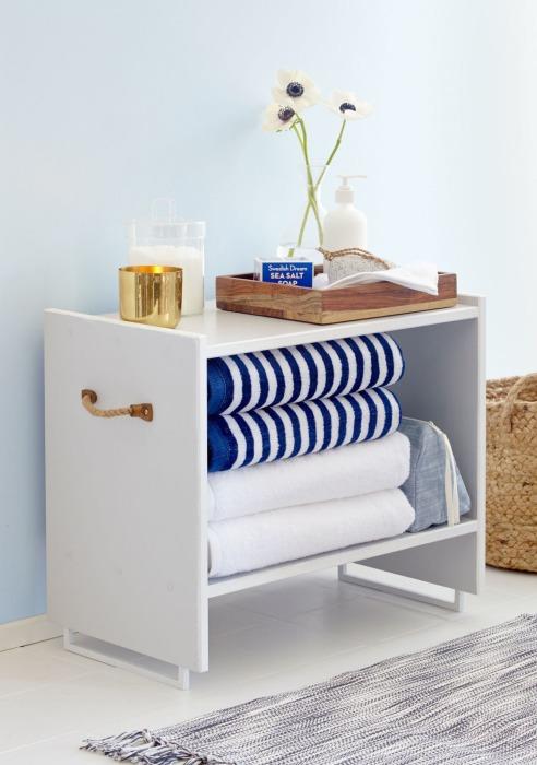 Отличная прикроватная тумба для хранения полотенец и банных принадлежностей.