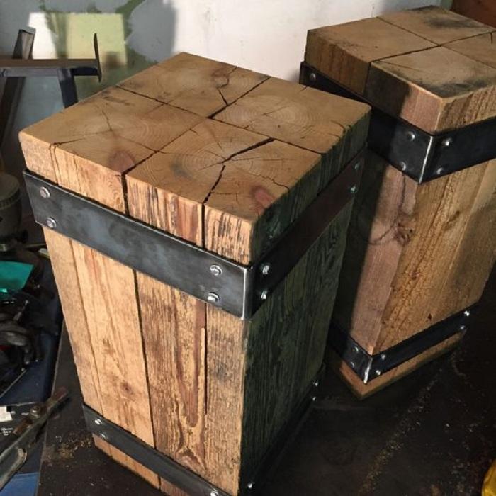 Оригинальные прикроватные тумбочки в стиле кантри с потайными отсеками