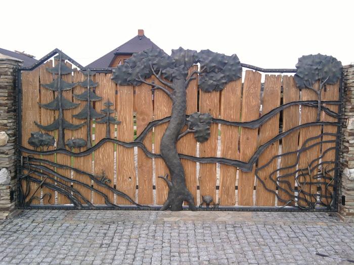 Комбинированные ворота открывают широкое поле для дизайнерских идей и фантазий.