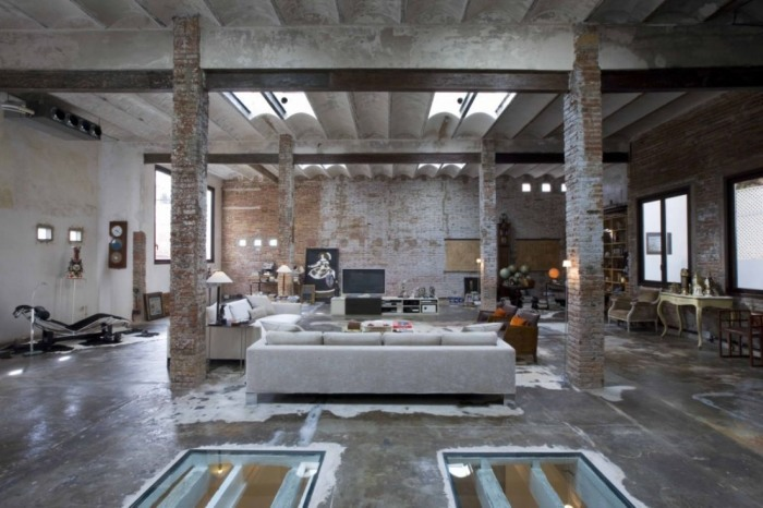 Удивительные современные апартаменты в стиле лофт.