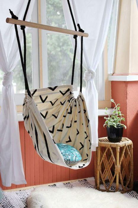 Подвесные кресла, которые в последние годы обосновались в интерьерной моде, являются уникальными изобретениями.