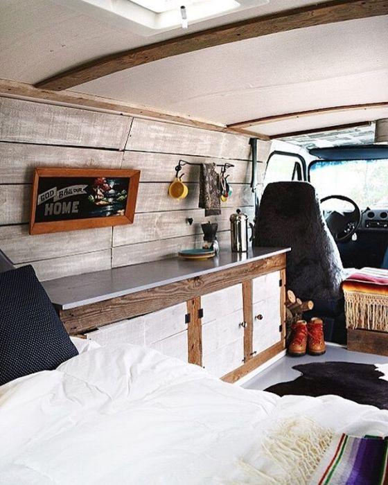 Полноценный дом на колёсах в стиле кантри - отличное решение для любителей долгих путешествий.
