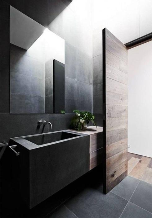 Большая серая плитка в ванной комнате будет хорошо смотреться во всех разновидностях стиля кантри.