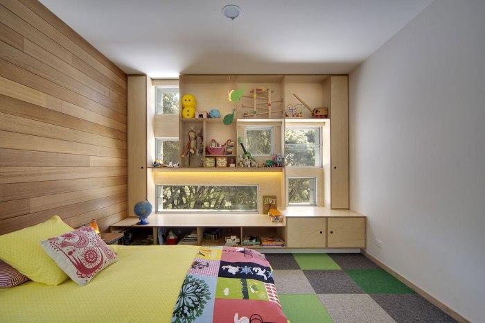 Шкаф у окна должен гармонично вписываться в общий стиль вашего дома или отдельного помещения.