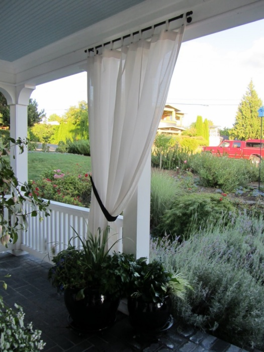 Современная терраса – важная составная часть ландшафтного дизайна садового участка.