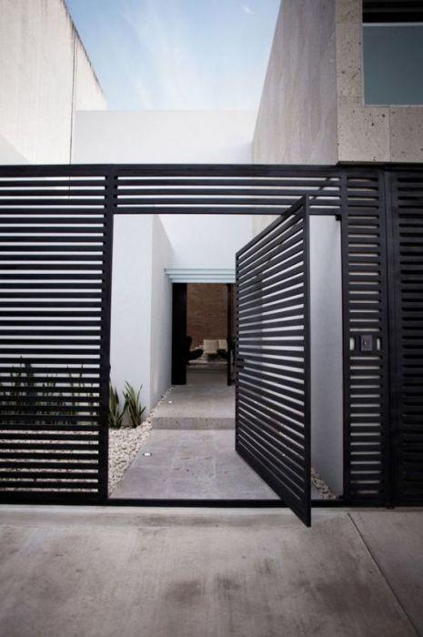 Автоматические ворота с дистанционным открытием - это надёжное решение для загородного участка.