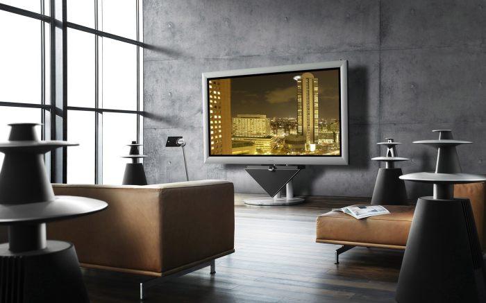Современный и многофункциональный домашний кинотеатр в зоне для просмотра телевизора.