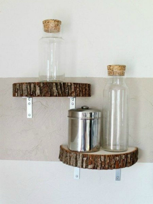 Для организации пространства в помещениях, а также для украшения интерьера нет ничего лучше полок.