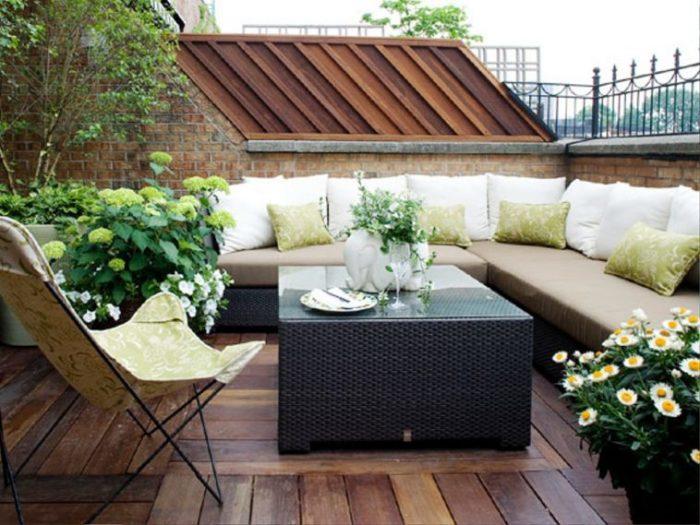 Кілька хвилин з чашкою кави, проведені на літній терасі, відмінно допоможуть зняттю напруги і розслаблення.