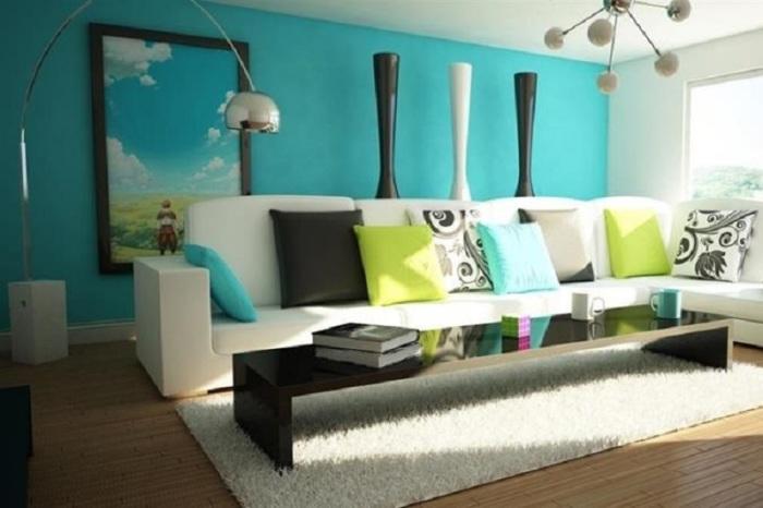 Яркие цвета, оживляющие пространство в гостиной комнате.
